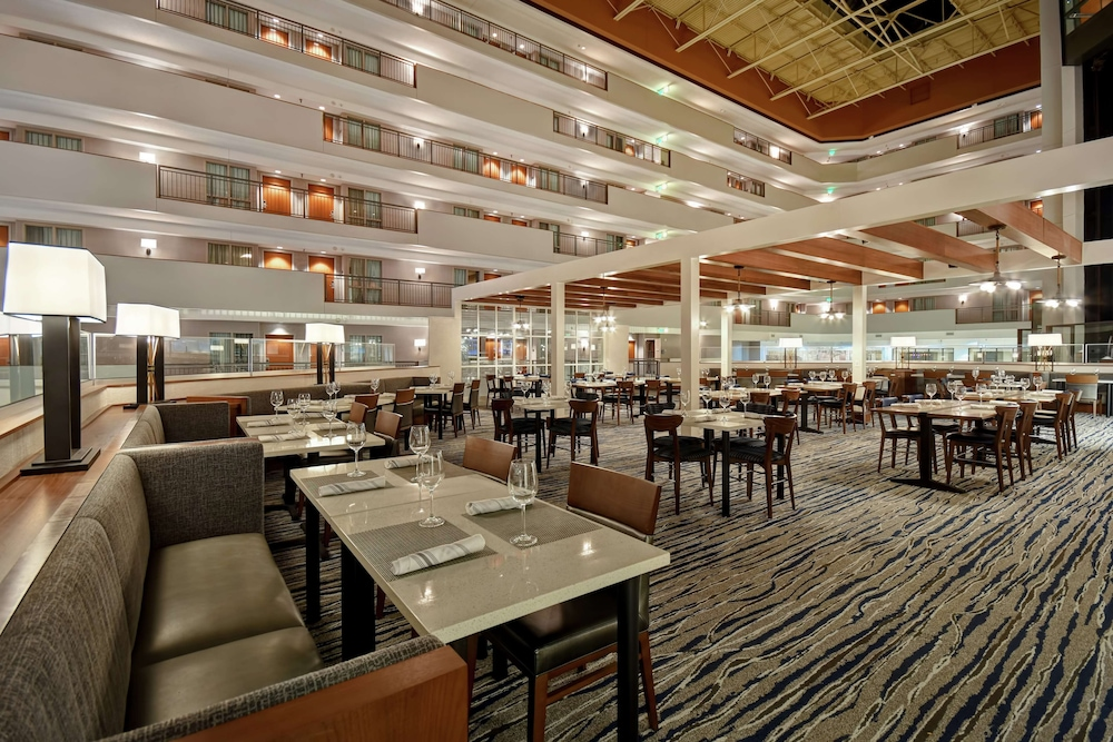 Restaurant, Embassy Suites Omaha - Downtown/Old Market