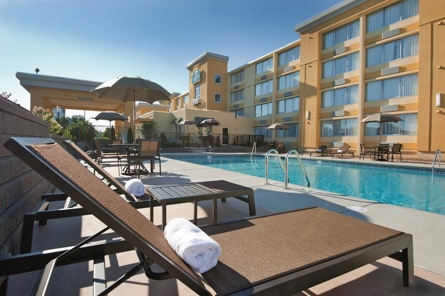 La Quinta Inn Suites Manchester In Manchester Hotel Rates Reviews On Orbitz