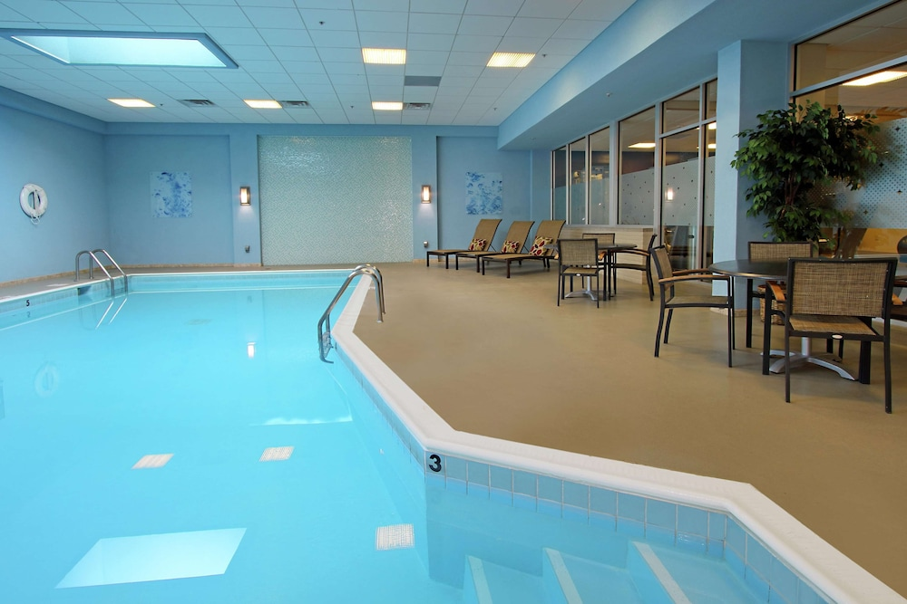 Pool, DoubleTree by Hilton Hotel Newark Ohio