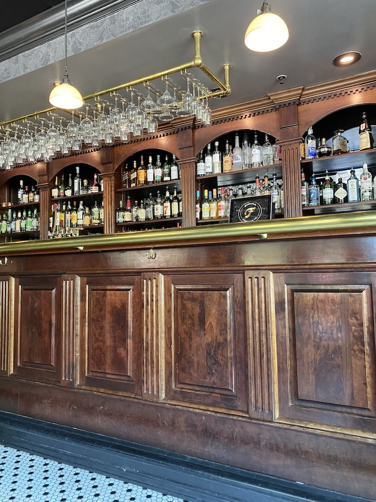 Bar, The Queensbury Hotel