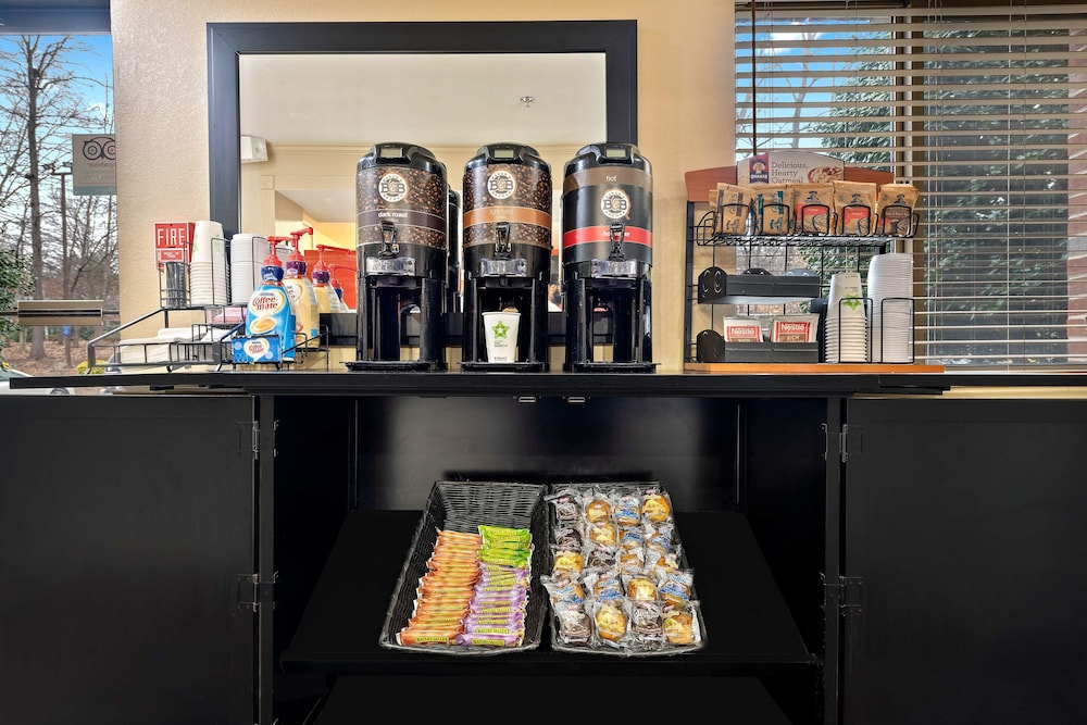 Breakfast Area, Extended Stay America Charlotte – Tyvola Rd – Executive Park