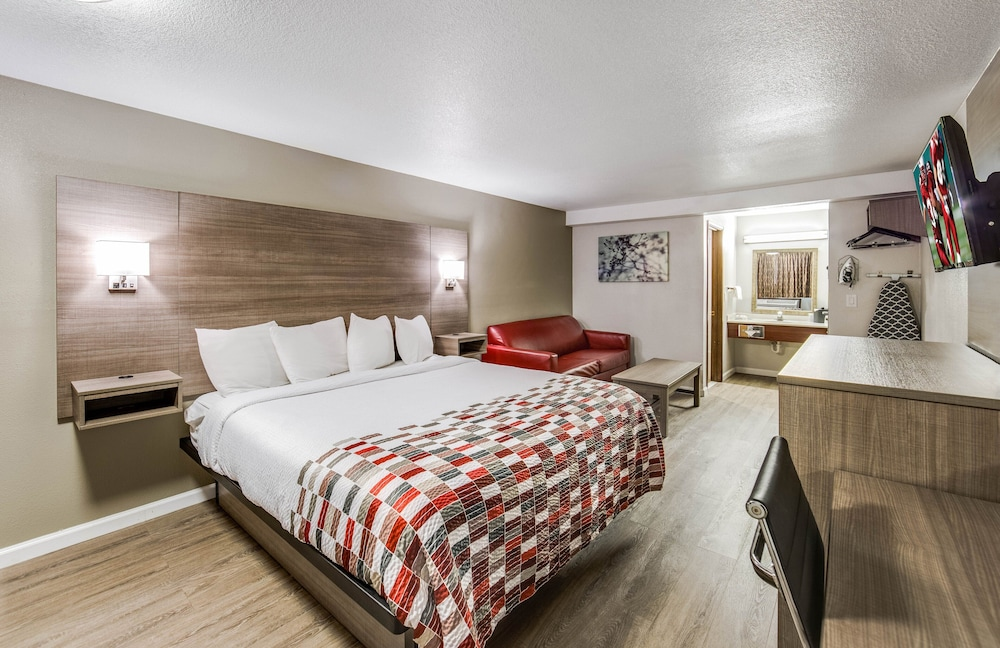 Room, Red Roof Inn & Suites Medford - Airport