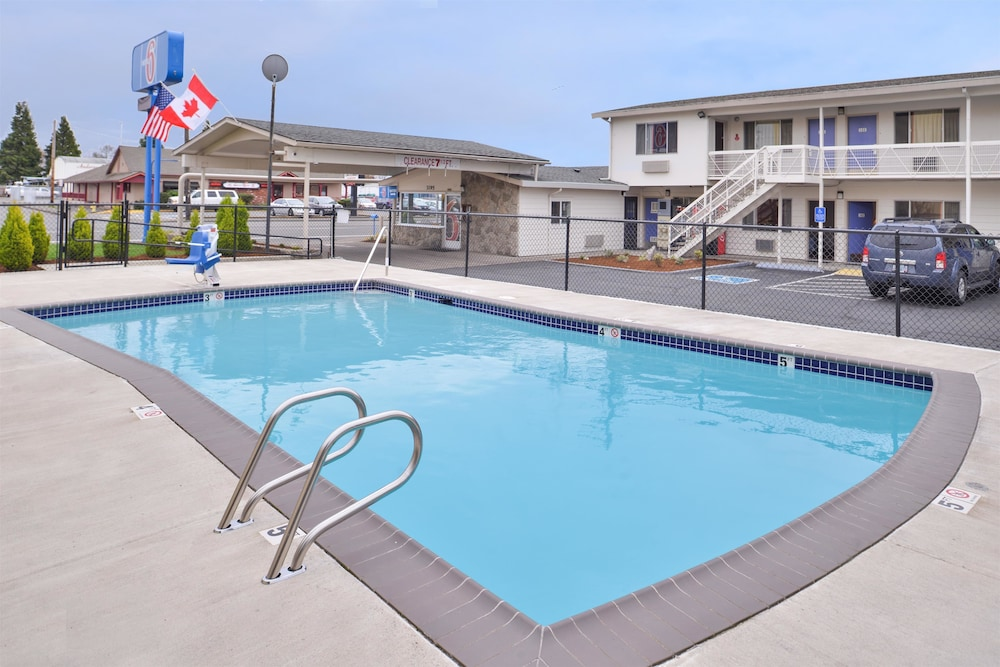 Pool, Motel 6 Salem, OR - Expo Center