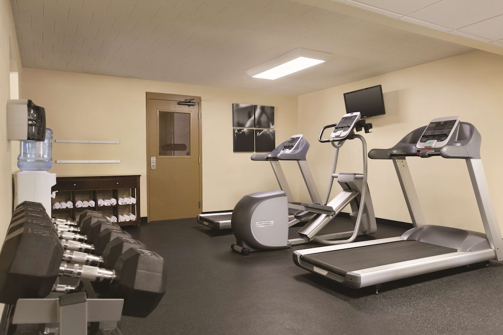 Fitness Facility, Country Inn & Suites by Radisson, Traverse City, MI