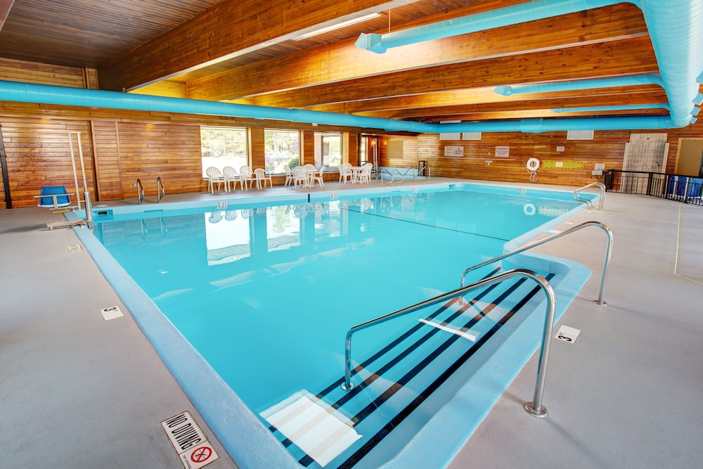 Indoor Pool, Country Inn & Suites by Radisson, Traverse City, MI