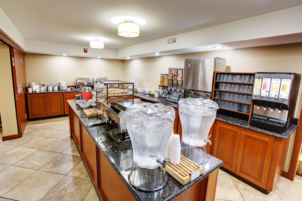 Breakfast Area, Country Inn & Suites by Radisson, Traverse City, MI