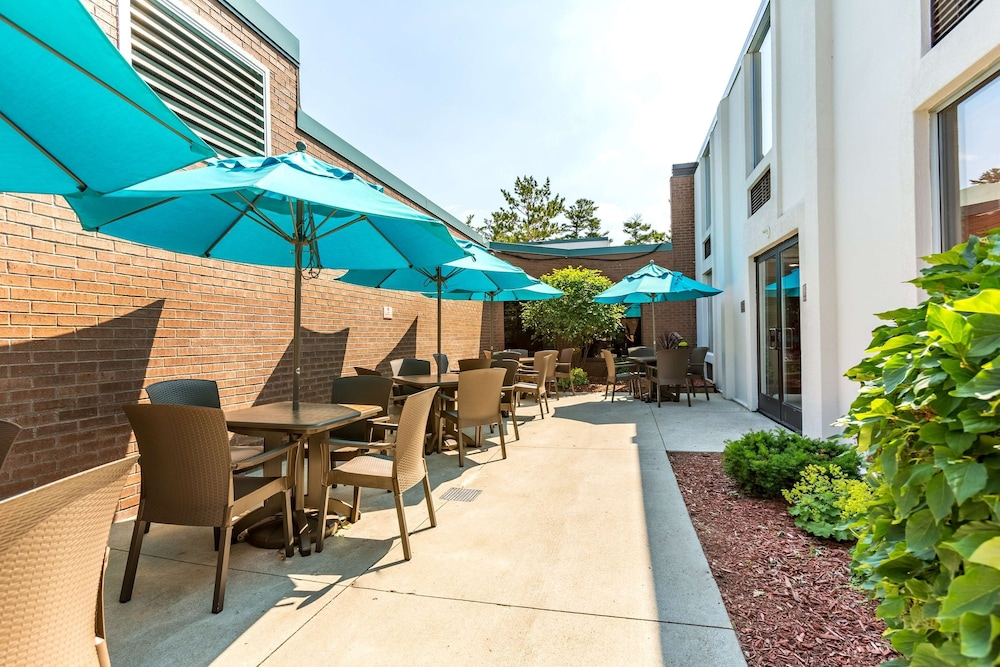 Exterior, Country Inn & Suites by Radisson, Traverse City, MI