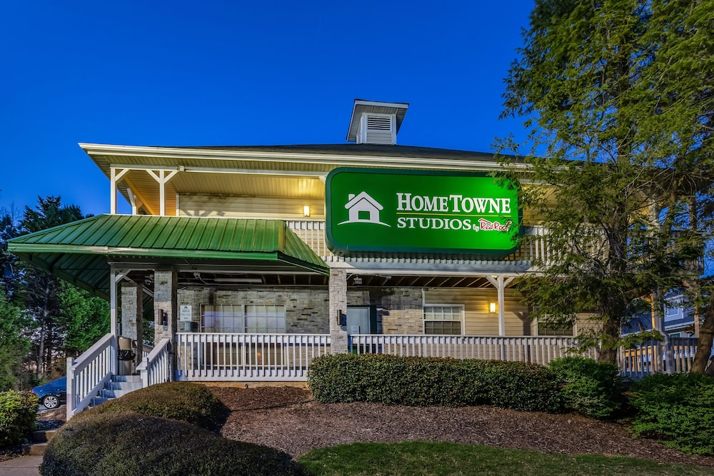 Exterior, HomeTowne Studios by Red Roof Atlanta NE - Norcross South