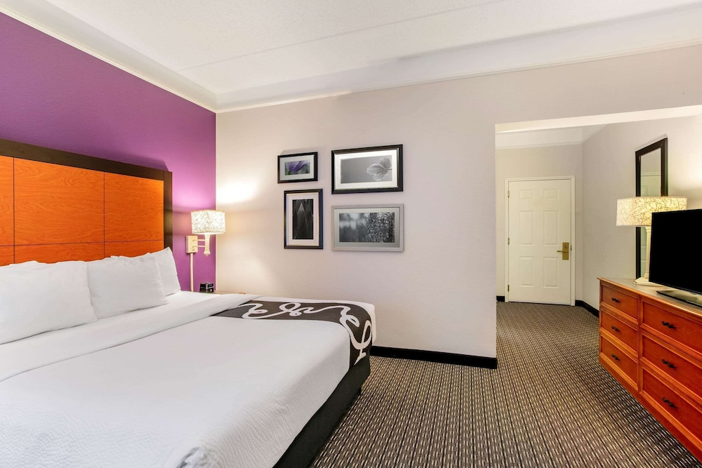 Room, La Quinta Inn & Suites by Wyndham Raleigh Durham Intl AP