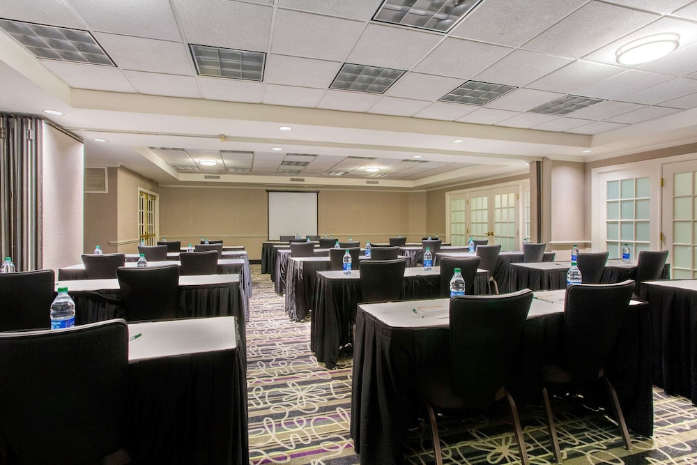 Meeting Facility, La Quinta Inn & Suites by Wyndham Raleigh Durham Intl AP