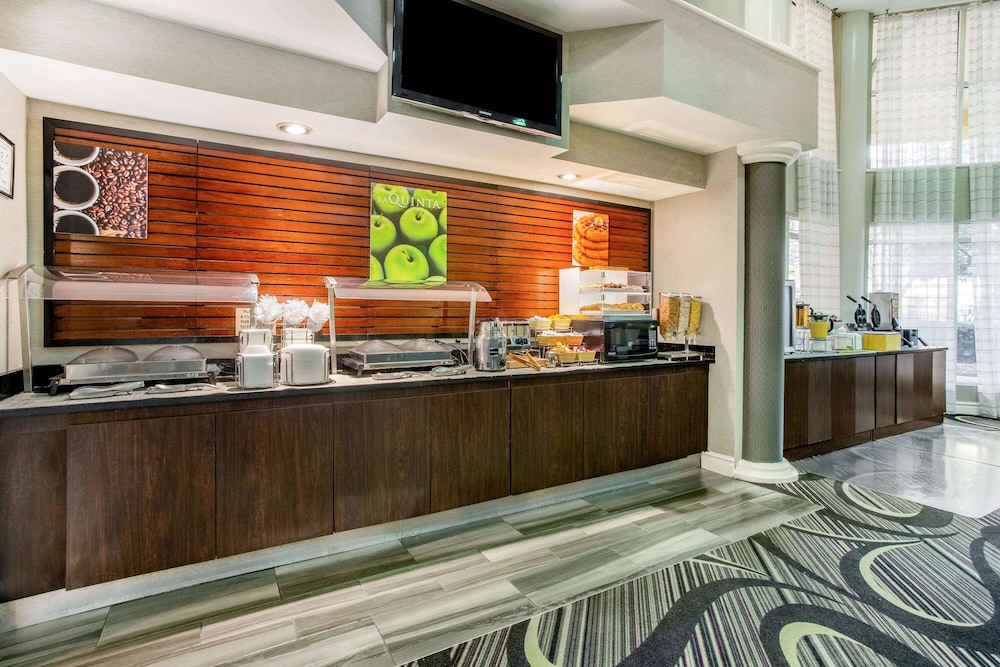 Coffee Service, La Quinta Inn & Suites by Wyndham Raleigh Durham Intl AP