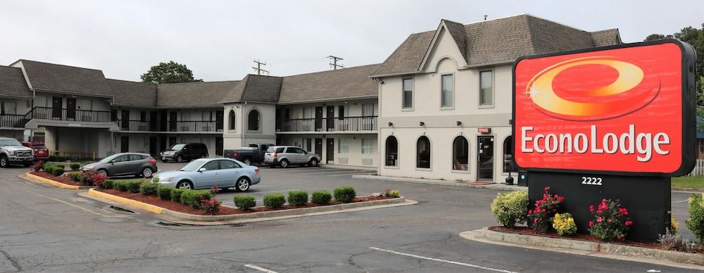 Econo Lodge Chesapeake In Norfolk