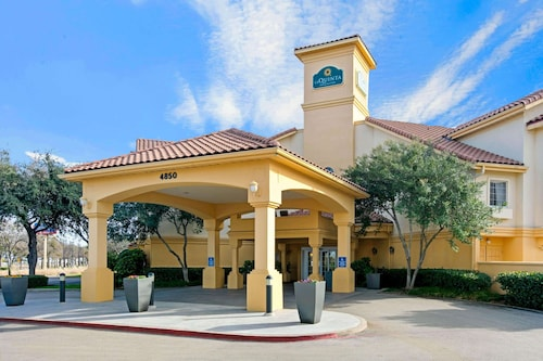 La Quinta Inn & Suites by Wyndham Dallas DFW Airport North