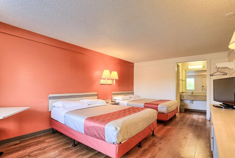 Room, Travelodge by Wyndham Hagerstown