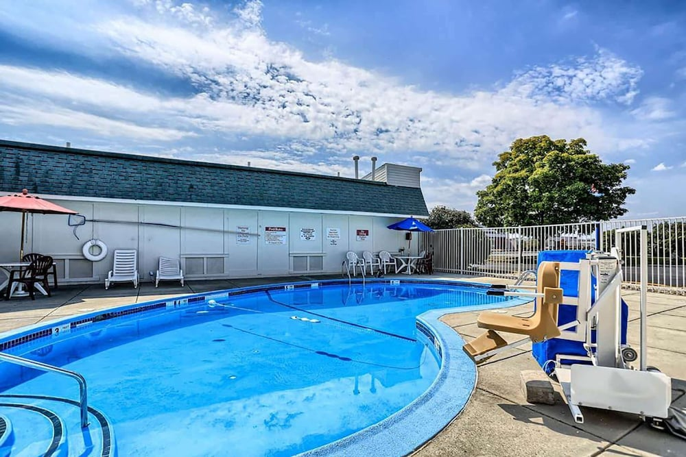 Pool, Travelodge by Wyndham Hagerstown