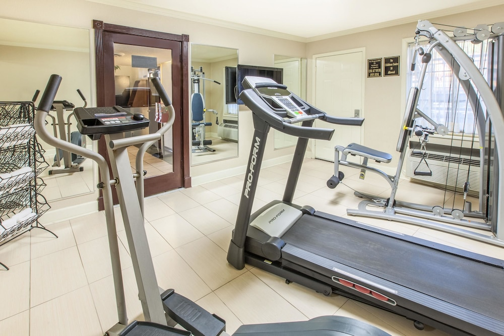 Fitness Facility, Super 8 by Wyndham Tyler TX