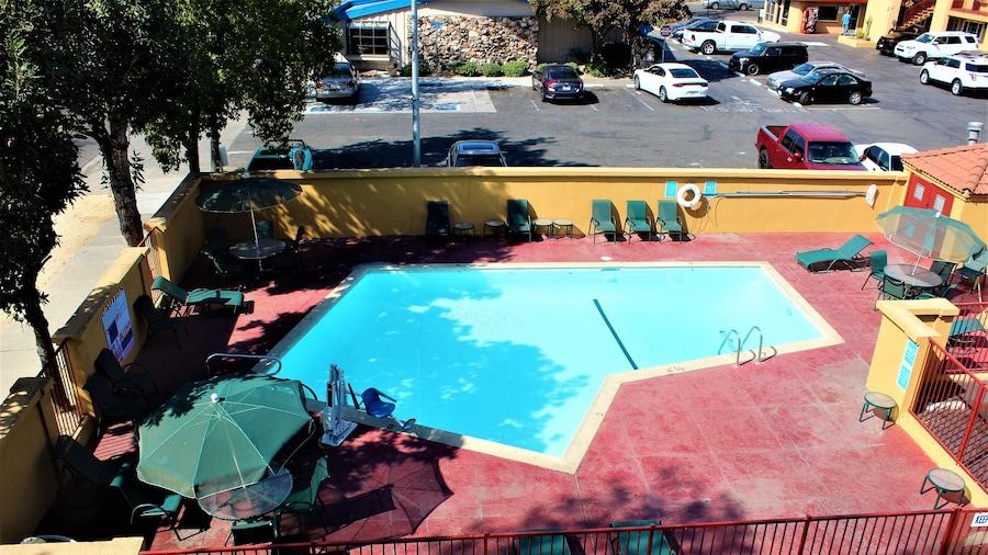 Roy Inn & Suites – Sacramento Midtown