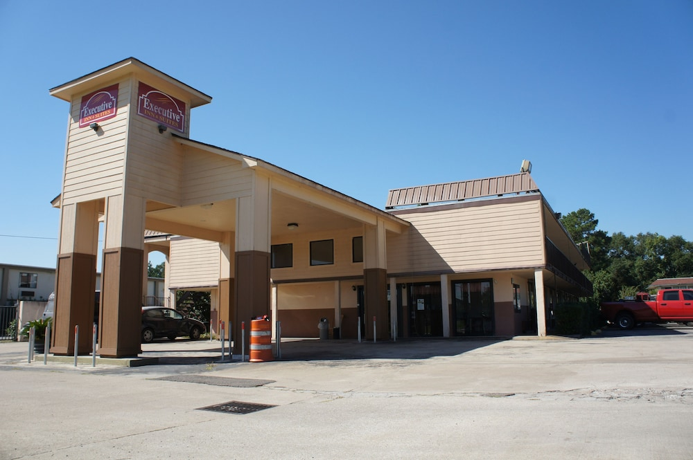 Front of Property, Executive Inn & Suites
