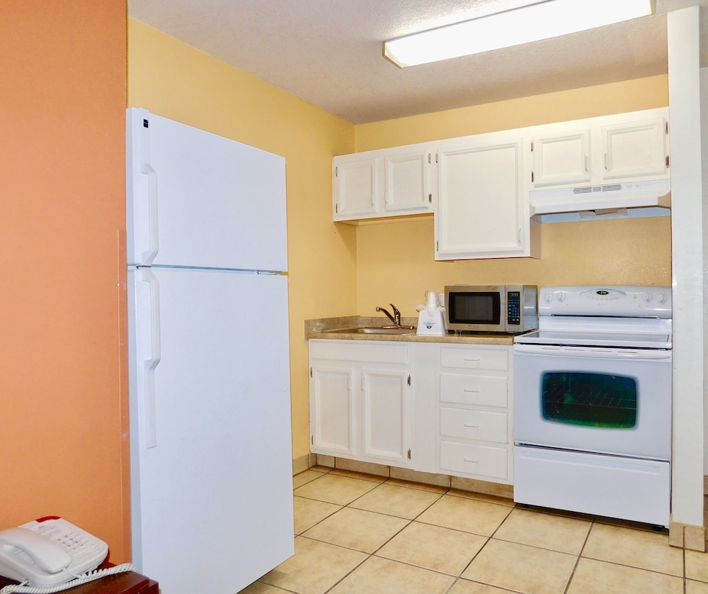 Private Kitchenette, Americas Best Value Inn & Suites Anchorage Airport