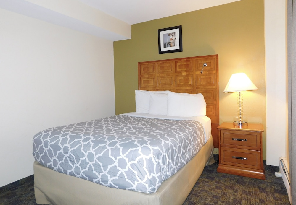 Room, Americas Best Value Inn & Suites Anchorage Airport