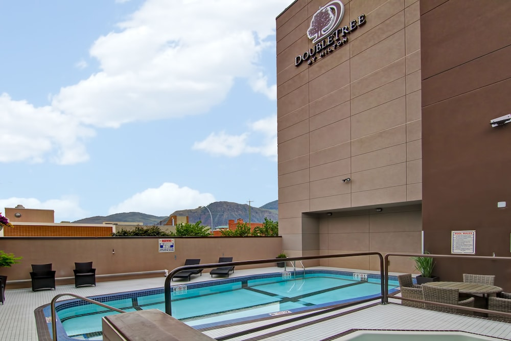 Outdoor Pool, Doubletree by Hilton Hotel Kamloops