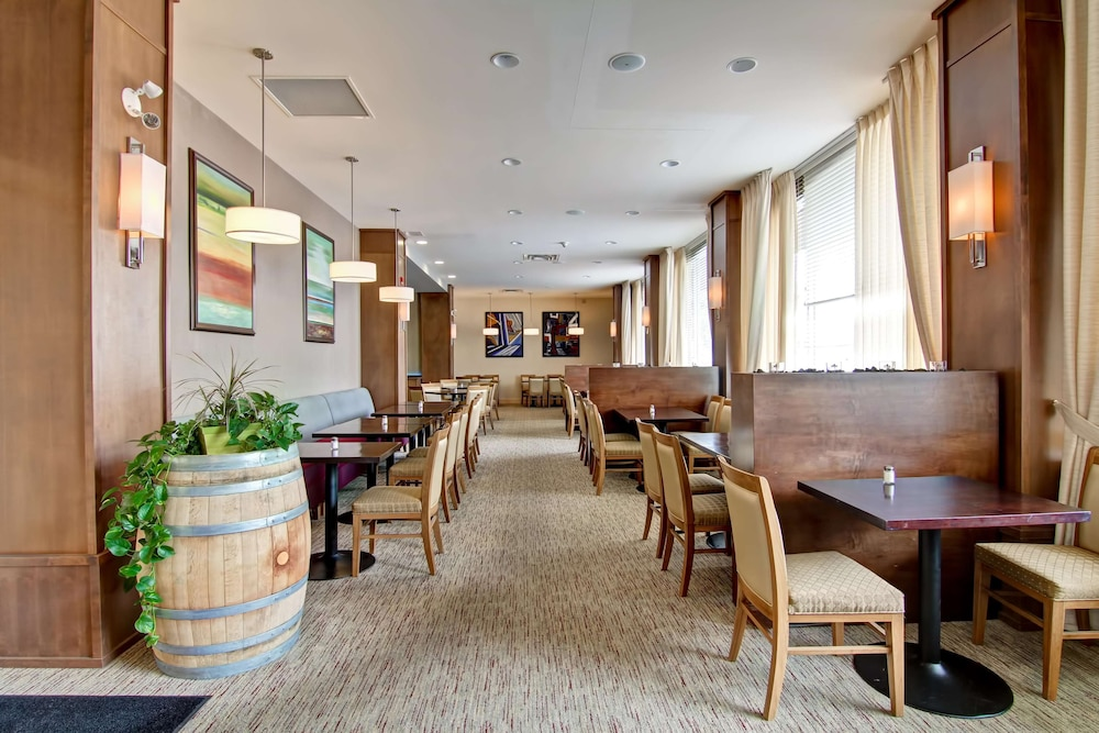 Restaurant, Doubletree by Hilton Hotel Kamloops
