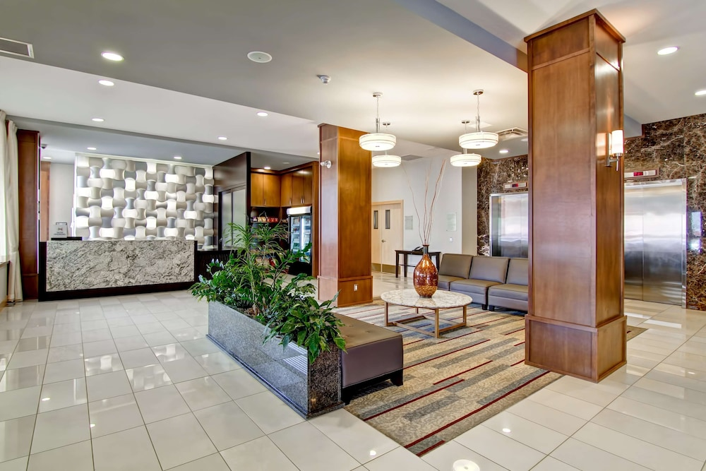 Lobby, Doubletree by Hilton Hotel Kamloops