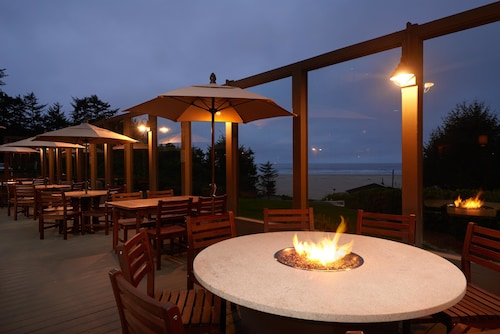 Best Western Plus Agate Beach Inn
