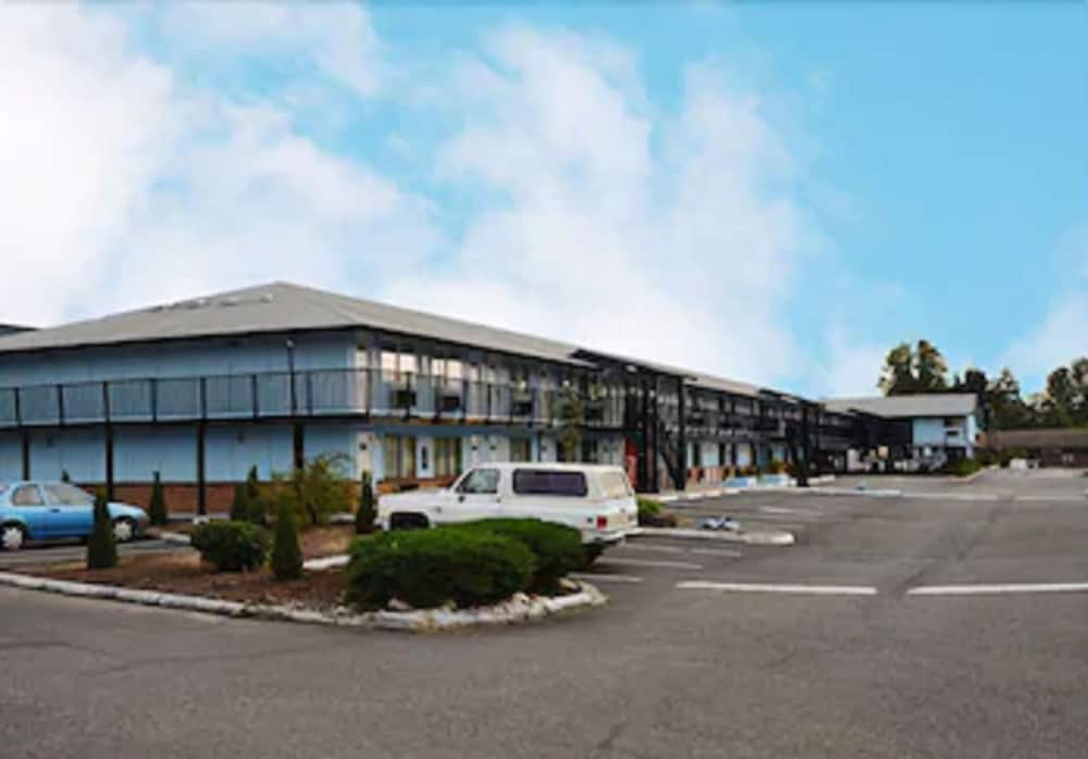 Exterior, Travelodge by Wyndham Tacoma Near McChord AFB