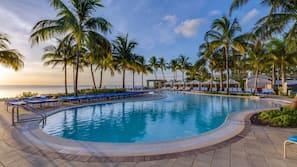 8 piscines extérieures, tentes de plage, parasols de plage