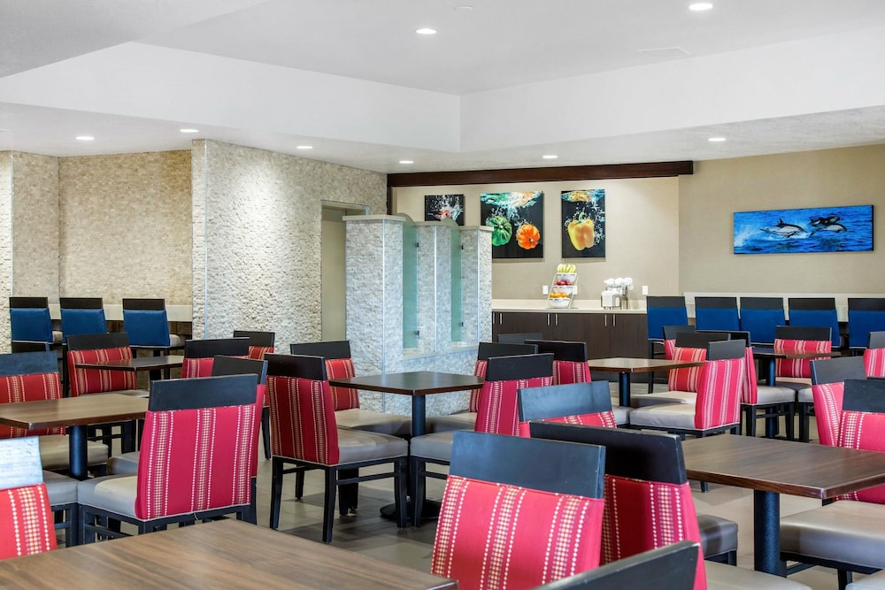 Breakfast Area, Comfort Inn & Suites San Diego - Zoo SeaWorld Area