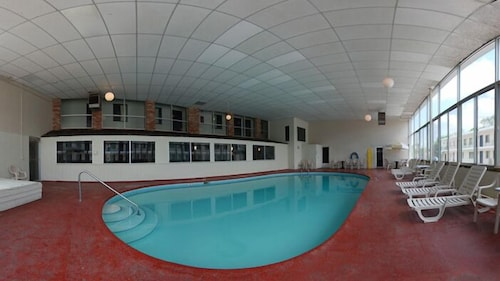 Indoor Pool, Rodeway Inn North