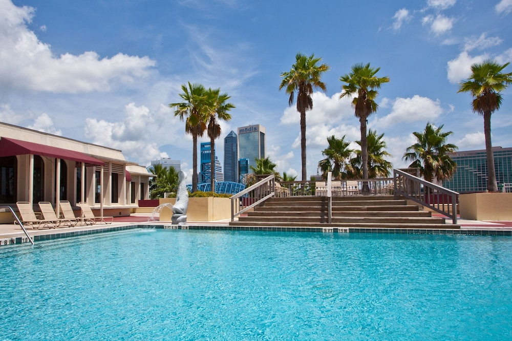 Outdoor Pool, DoubleTree by Hilton Hotel Jacksonville Riverfront