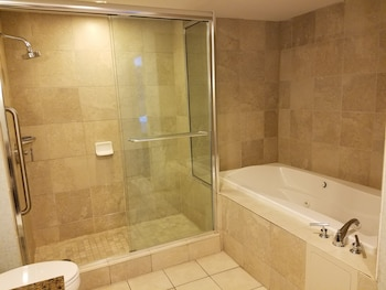 Suite, 1 King Bed, Non Smoking - Jetted Tub