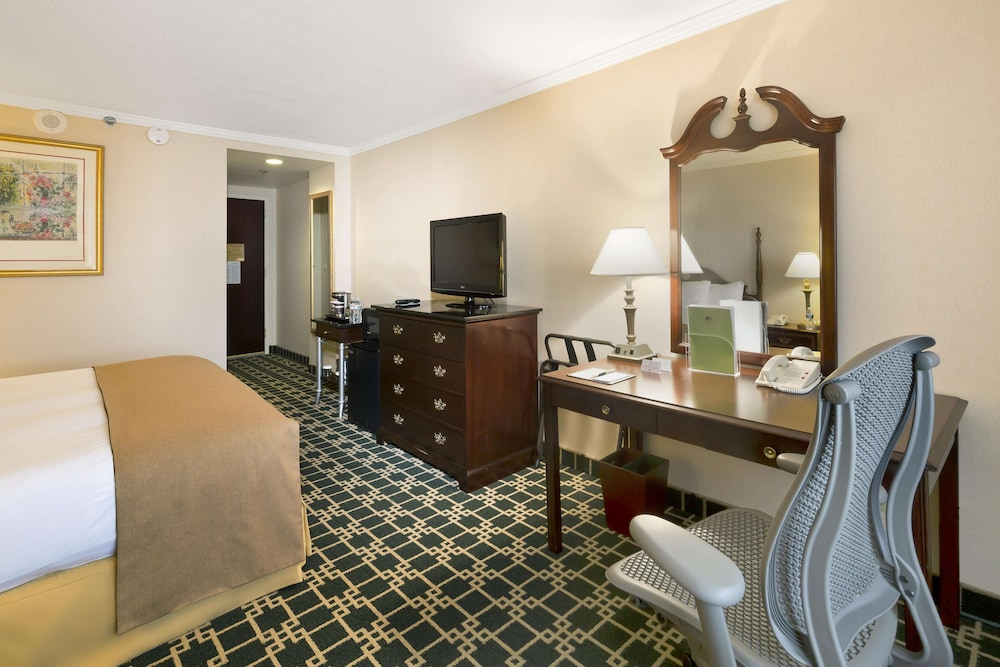Room, DoubleTree by Hilton Fort Lee - George Washington Bridge