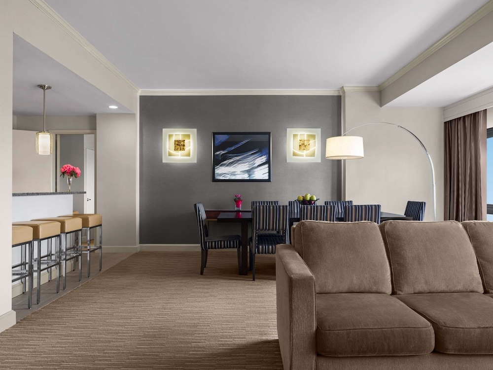 Living Area, DoubleTree by Hilton Fort Lee - George Washington Bridge