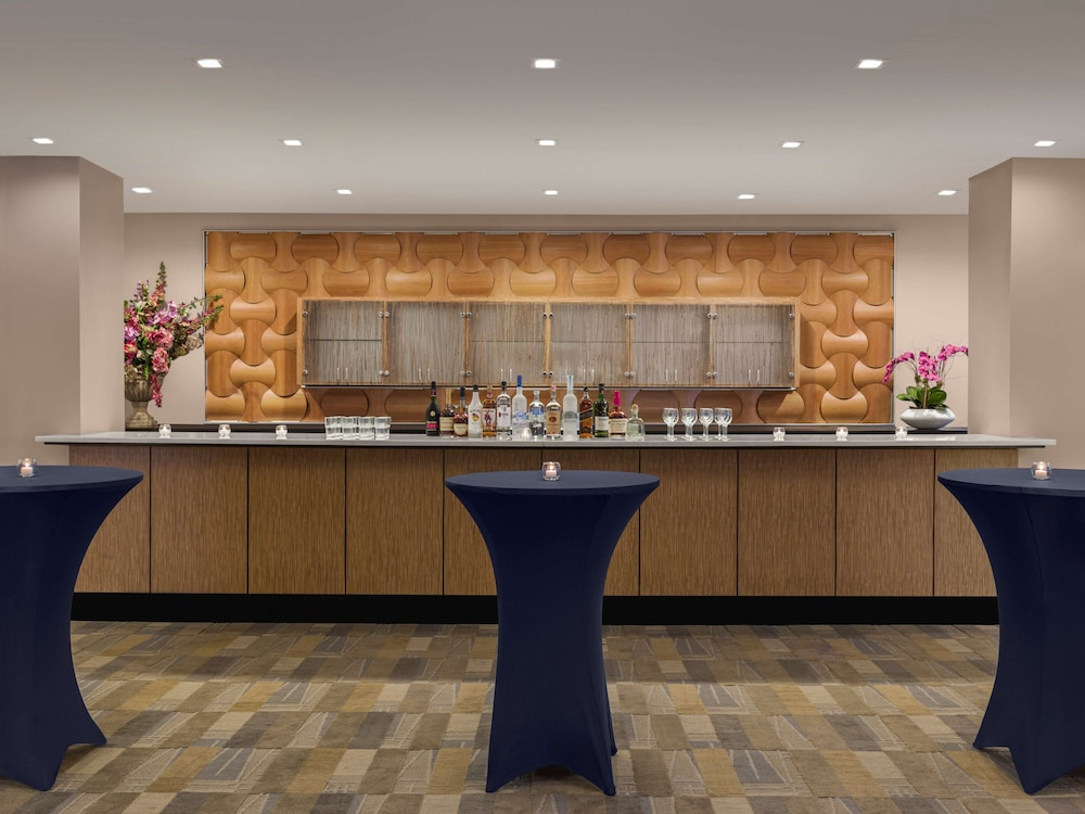 Restaurant, DoubleTree by Hilton Fort Lee - George Washington Bridge