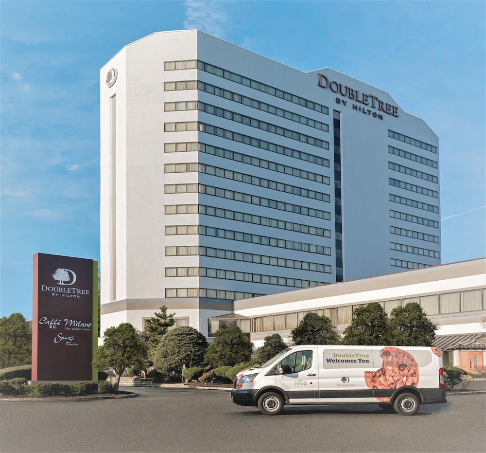 Front of Property, DoubleTree by Hilton Fort Lee - George Washington Bridge