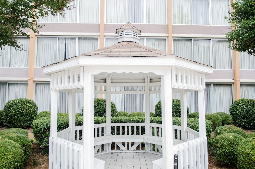 Gazebo, Wyndham Garden Greensboro