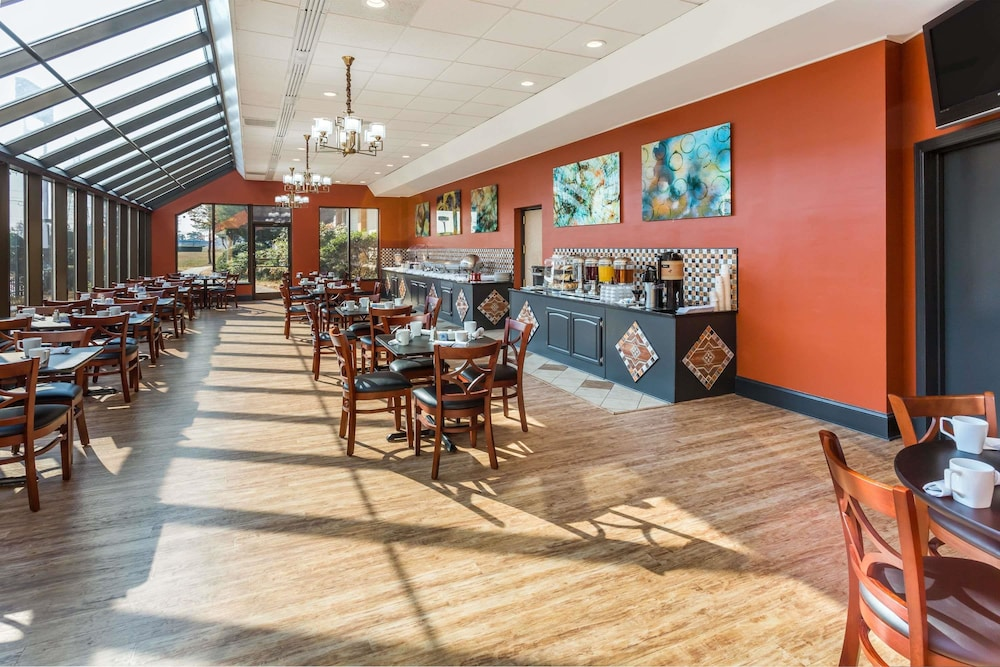 Breakfast Area, Wyndham Garden Greensboro
