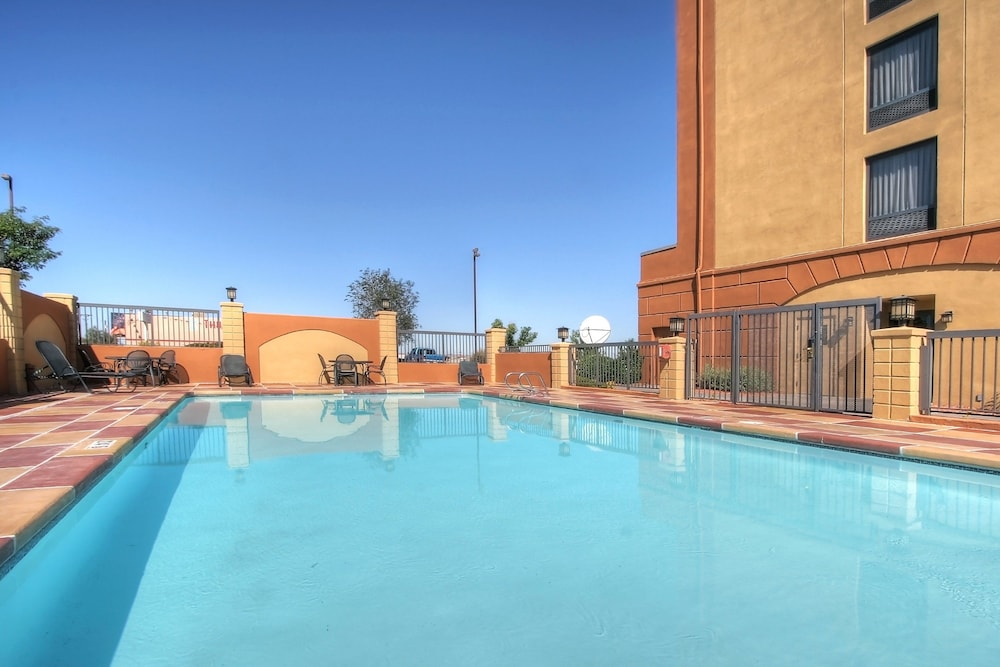 Pool, Holiday Inn Express Hotel & Suites Albuquerque Midtown