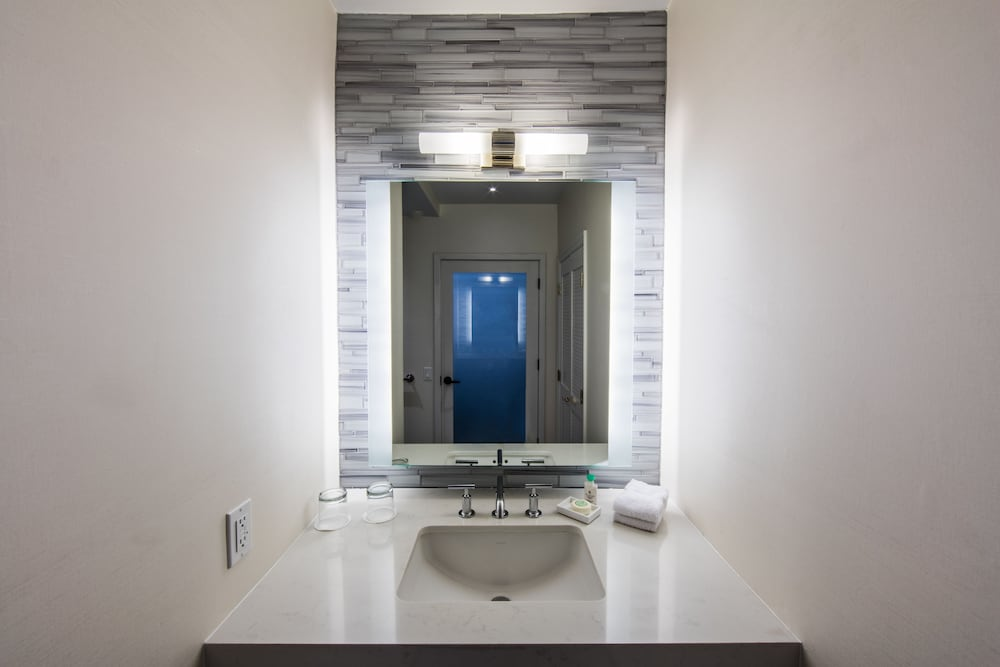 Bathroom, The Mosaic Hotel - Beverly Hills