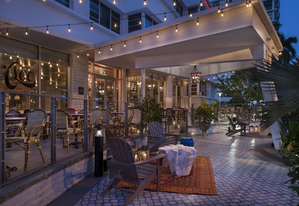 Outdoor Dining, The Redbury South Beach