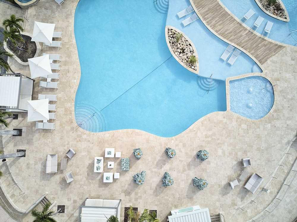 Outdoor Pool, Courtyard by Marriott Aruba Resort