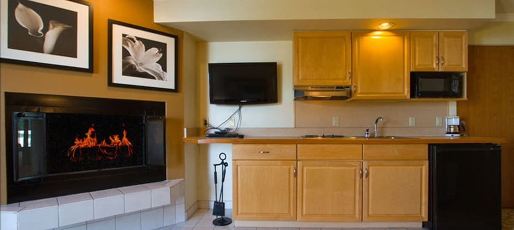 Private Kitchen, Weathervane Terrace Inn and Suites