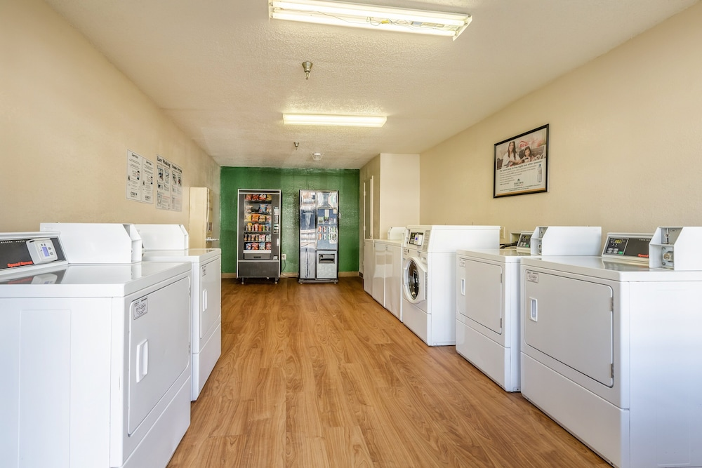 Laundry, HomeTowne Studios by Red Roof Atlanta NE - Downtown Norcross