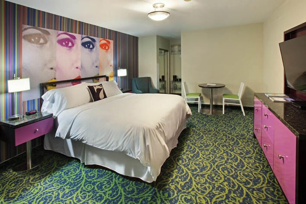 Room, 7 Springs Inn & Suites