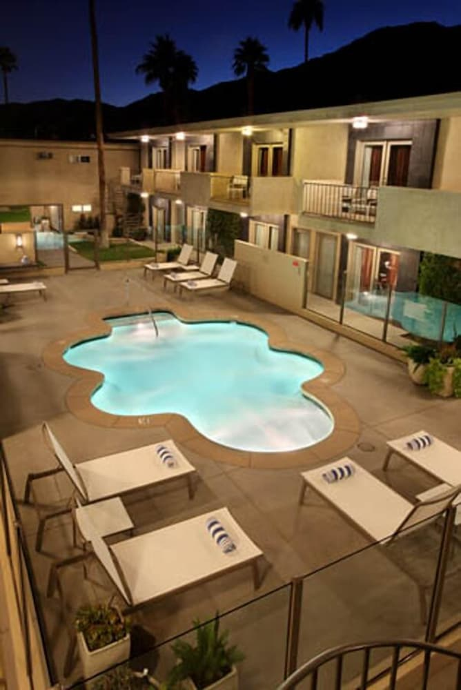Outdoor Pool, 7 Springs Inn & Suites