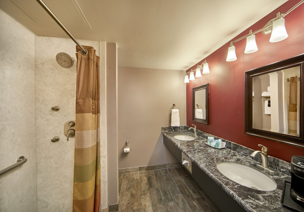 Bathroom, Four Queens Hotel and Casino (No Resort Fee)