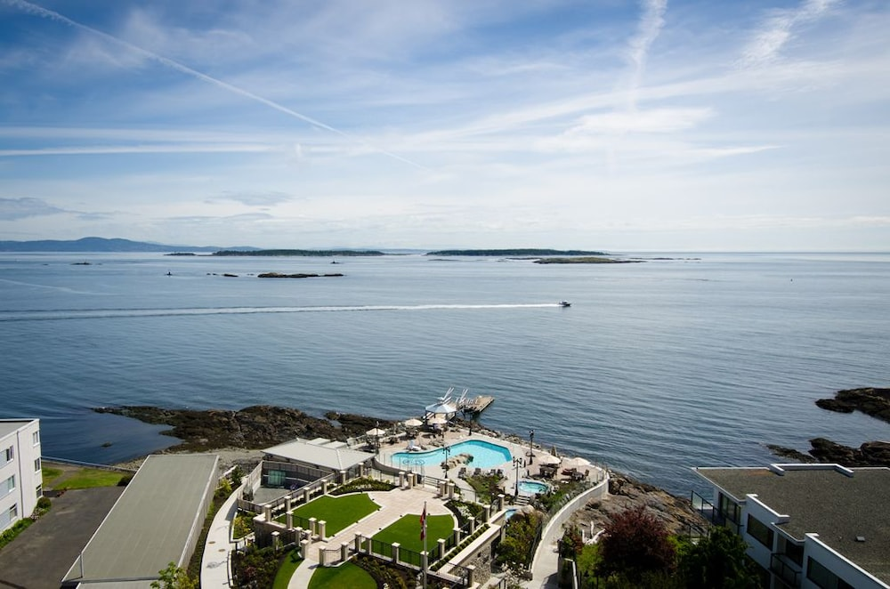 Oak Bay Beach Hotel Reviews
